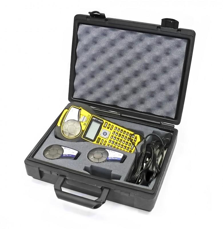 BRADY brd134471 Портативный ленточный принтер-маркиратор. Комплект монтажника: Принтер BMP21-Plus (RUS), жесткий пластиковый кейс, адаптер АС, аккумуляторная батарея, картриджи M21-750-499, M21-750-595-YL, M21-1000-427