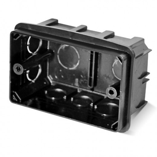 PlastElectro PE 000 031 Коробка установочная прямоугольная, для бетона, усиленная, крепежное расстояние 83 мм, с крепежными шурупами, IP20, 100х60х50