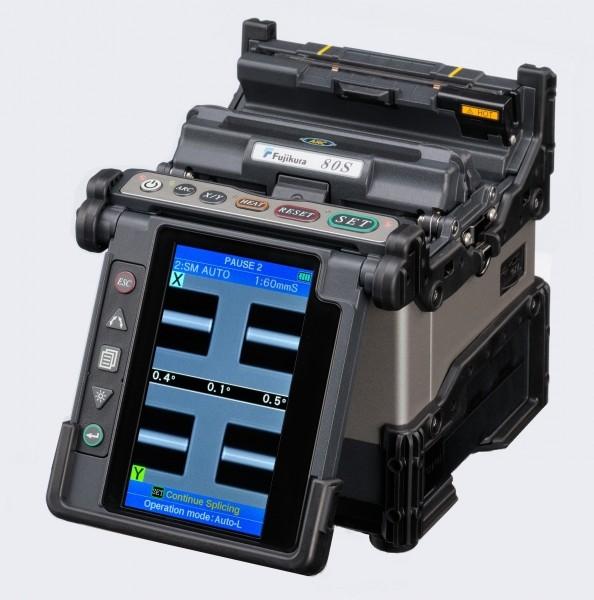 Fujikura 80S+ (80S plus) Сварочный аппарат (в комплекте сварка, батарея BTR-09, шнур питания DCC-18, скалыватель CT50) KIT A<img style='position: relative;' src='/image/only_to_order_edit.gif' alt='На заказ' title='На заказ' />